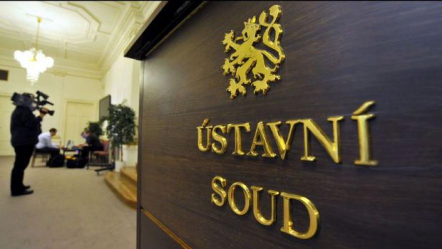 Video Události: Ústavní soud odmítl stížnost na bankovní poplatky