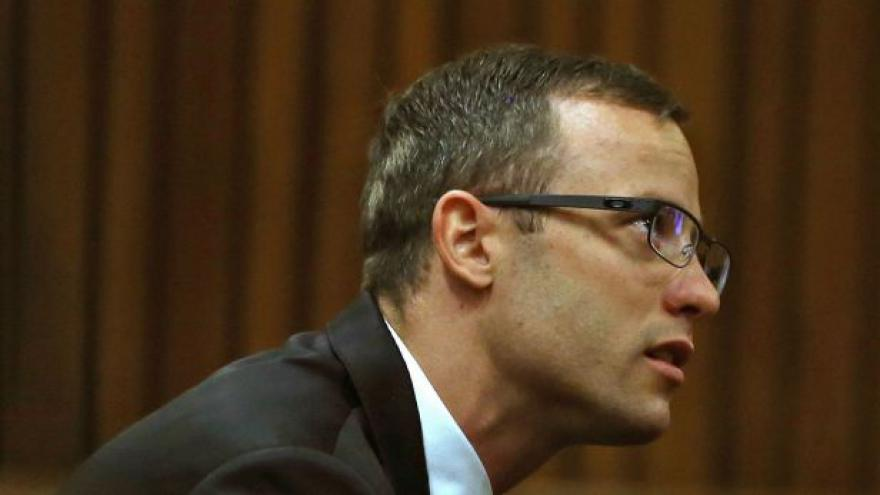 Video Žalobce ukázal Pistoriusovi fotku mrtvé Reevy