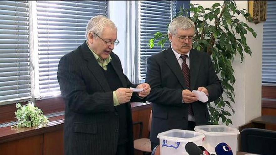 Video Zprávy: Volební komise vylosovala čísla pro eurovolby