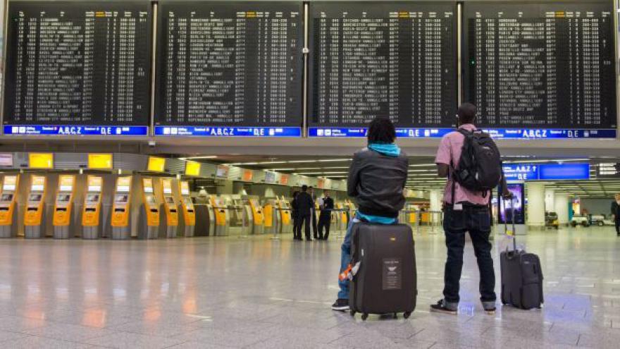 Video Reportáž: Německou stávku letištního personálu pocítli i Češi