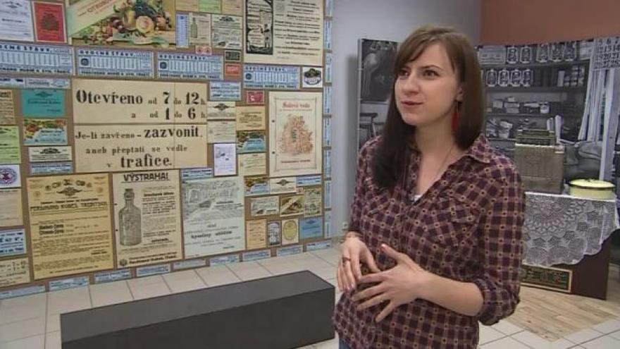 Video Výstavu popisuje kurátorka Aneta Dohnalová