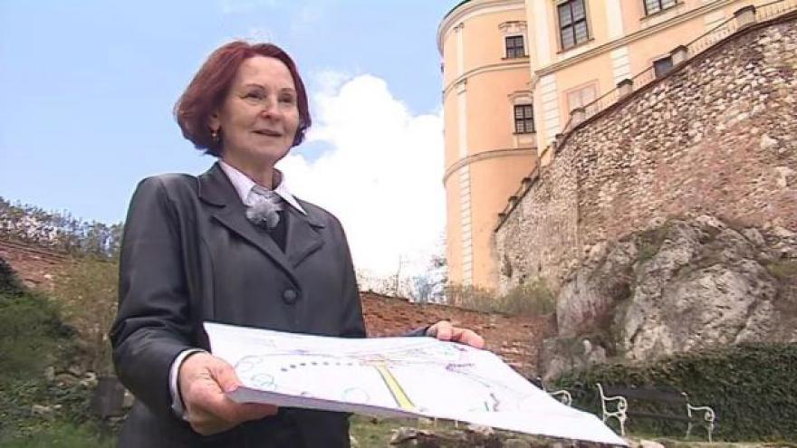 Video Proměnu mikulovské zahrady popisuje Milada Rigasová