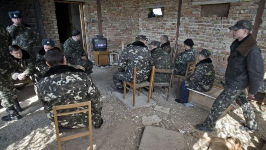 Video Horizont 24: Ukrajinští vojáci na Krymu stojí před těžkým rozhodnutím