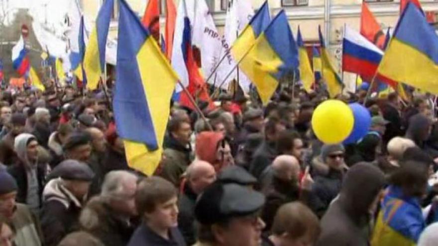 Video BEZ KOMENTÁŘE: Moskevská demonstrace na podporu Ukrajiny