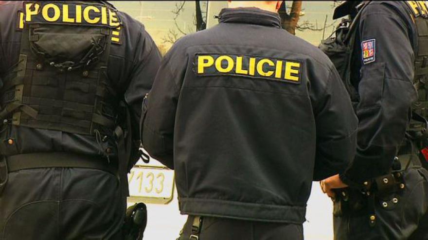 Video Policisté zadrželi muže podezřelého z přepadení poštovního vozu