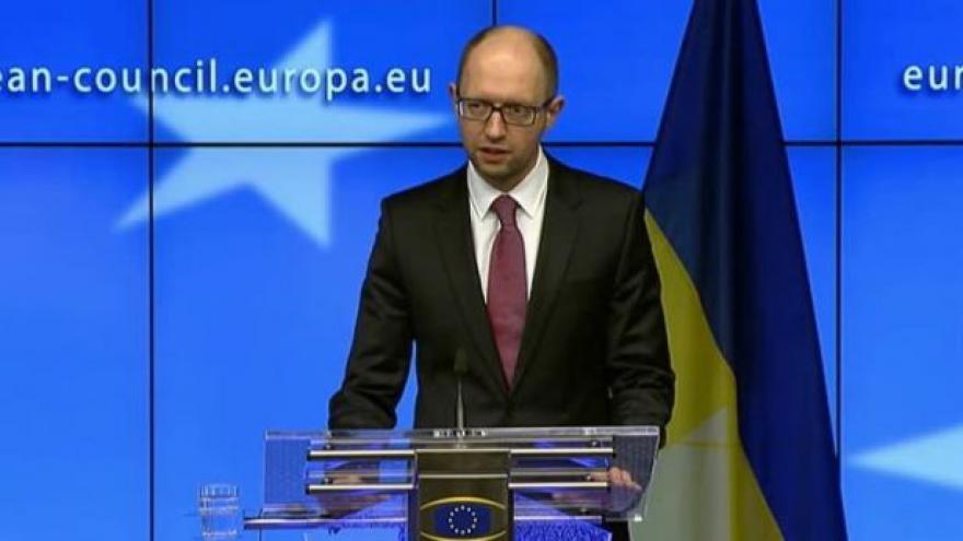 Video Brífink ukrajinského premiéra Jaceňuka v Bruselu