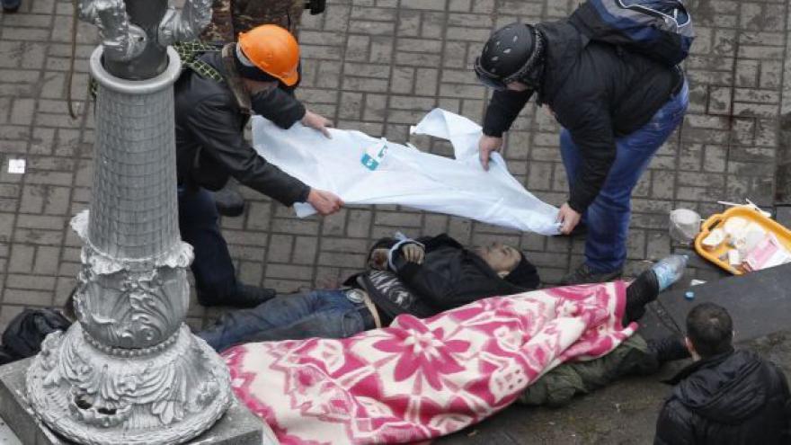Video NO COMMENT: Boje v Kyjevě (upozornění: drastické záběry)