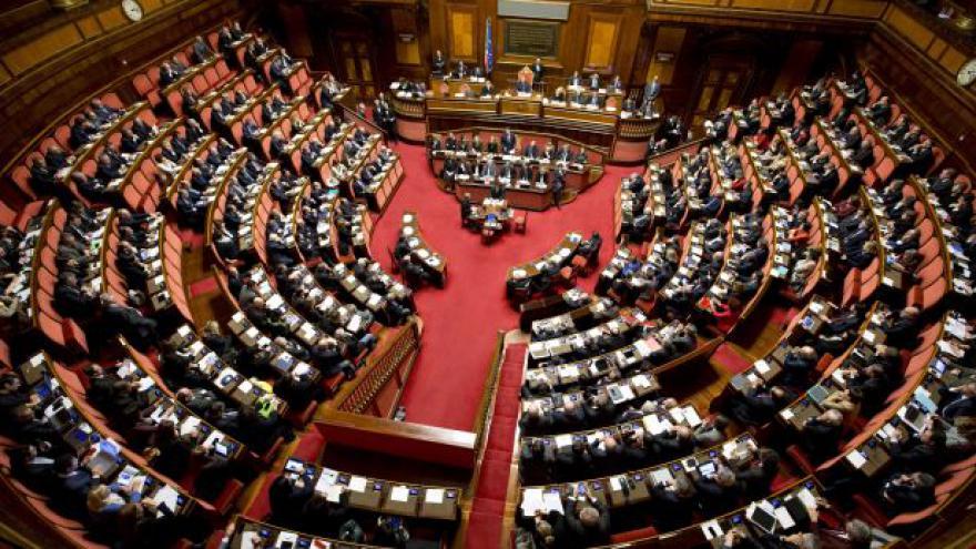Video Andreas Pieralli k hlasování o důvěře italské vládě