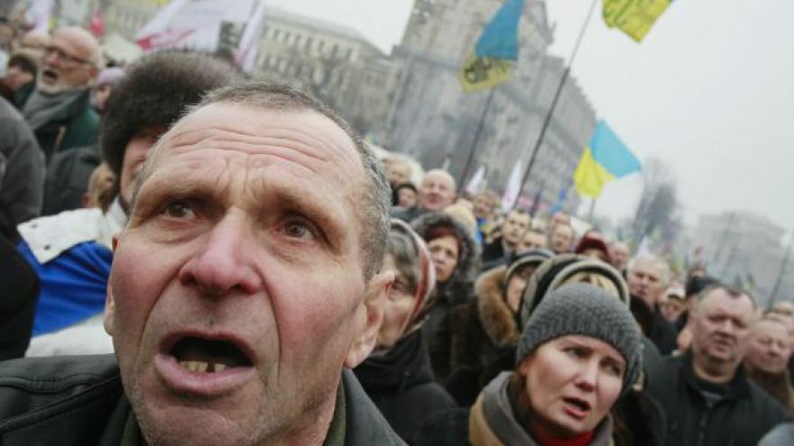 Video Pazderka: Demonstranti kritizují opoziční lídry za ústupky