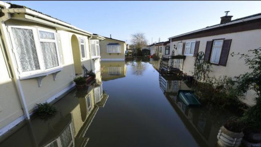Video Kytka: Británie zažívá nejdeštivější zimu za 200 let