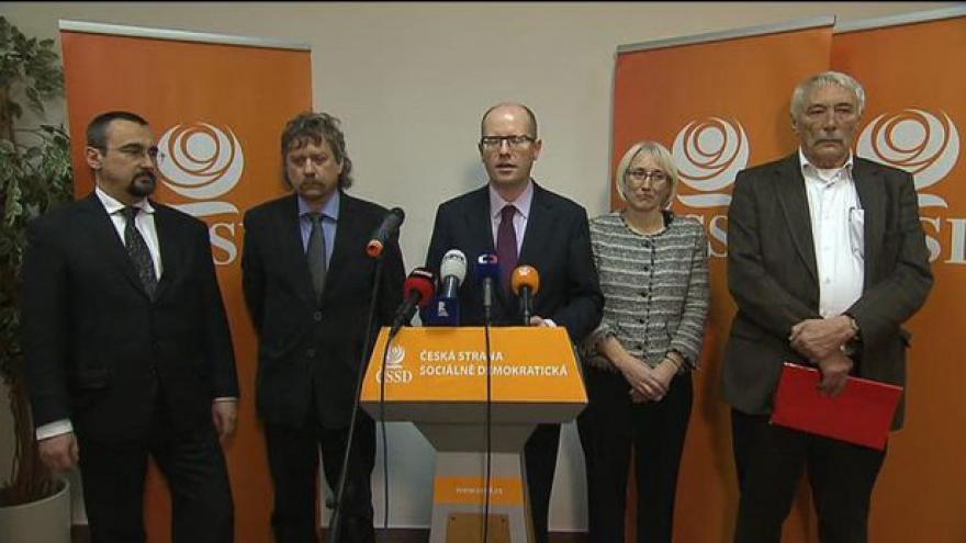 Video ÚVV ČSSD schválil eurokandidátku v čele s Kellerem