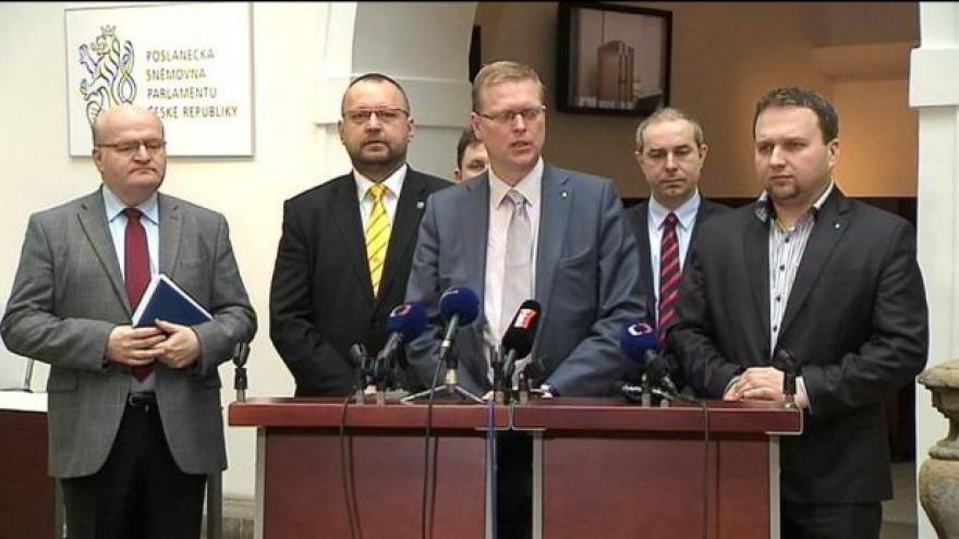 Video Tisková konference: Lidovci pohrozili odchodem z koalice