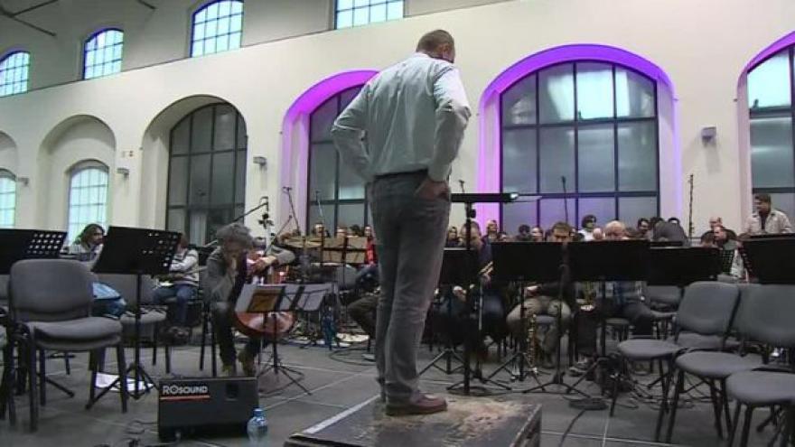 Video NO COMMENT: Filharmonie hraje Pink Floyd