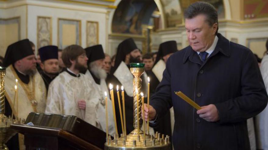 Video Janukovyč má horečku a vzal si nemocenskou