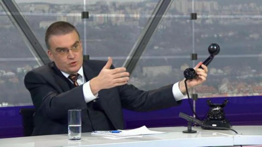 Video Zdeněk Žák, ministr dopravy v demisi a telefon z ministerstva