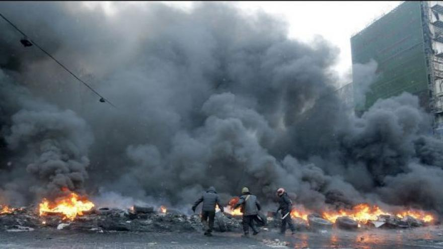 Video Pazderka z Kyjeva: Situace se zvrhává v pouliční boj