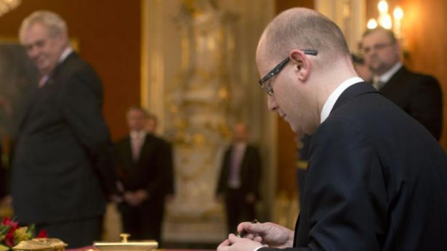 Video Sobotka složil na Hradě premiérský slib