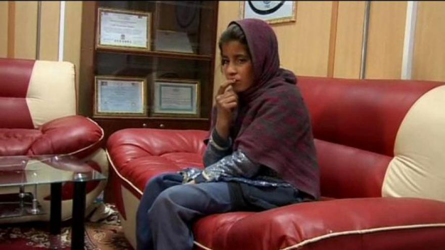Video Desetiletá afghánská atentátnice žádá stát o ochranu