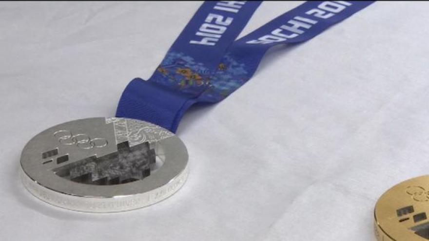 Video Jak se vyrábějí medaile pro Soči?
