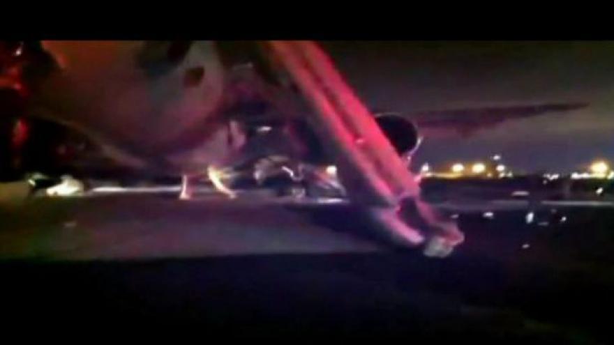 Video Boeing 767 společnosti SAUDI ARABIAN nouzově přistál  v Medině