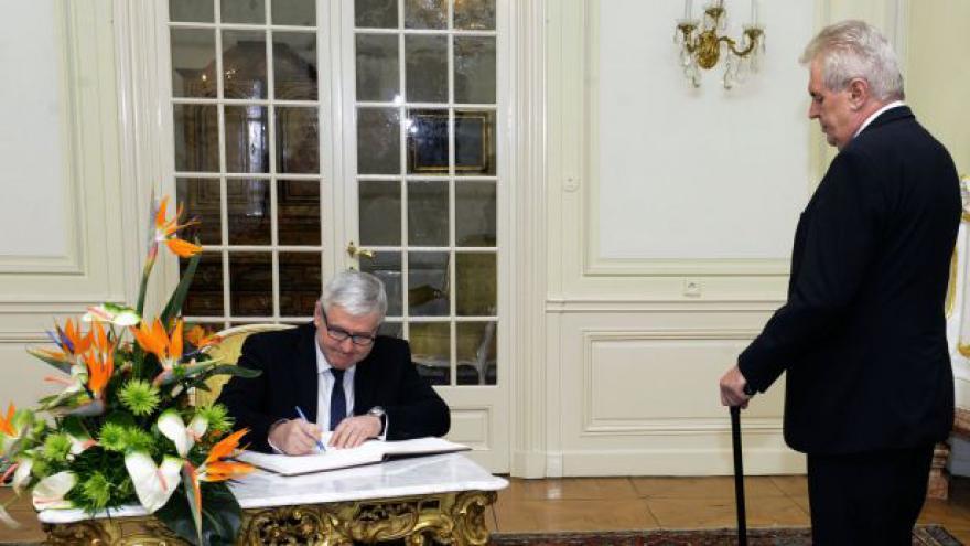 Video Rusnok: S prezidentem jsme řešili aktuální politickou situaci