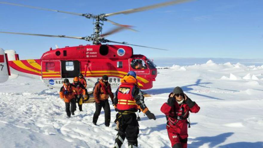 Video Události o evakuaci lidí z lodi uvízlé v Antarktidě