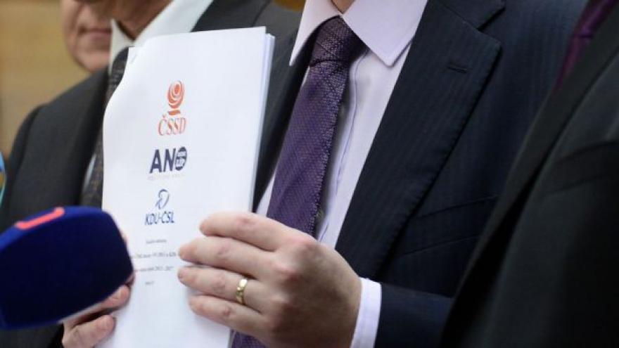 Video Zprávy 16:00: Co přináší koaliční smlouva?