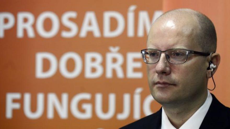 Video Události: Schůzka Sobotky se Zemanem a vyjednávání o vládě