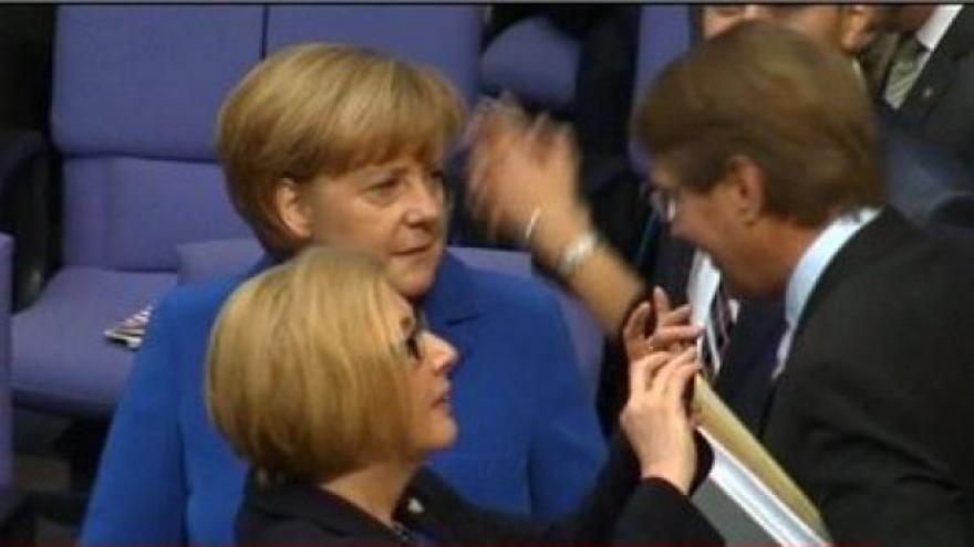 Video Merkelová byla podle Spiegelu odposlouchávána NSA
