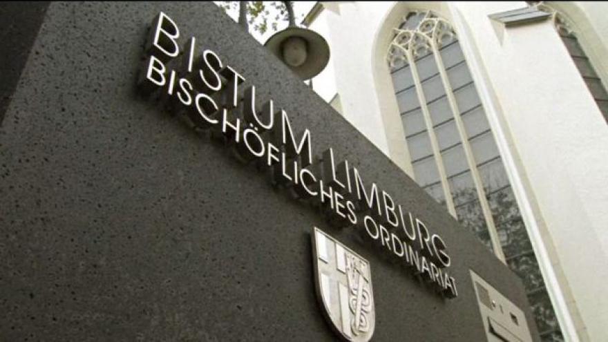 Video Papež František pozastavil činnost limburskému biskupovi