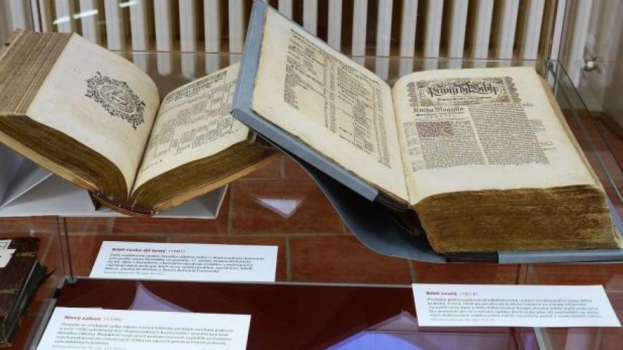 Video Bible kralická slaví 400 let