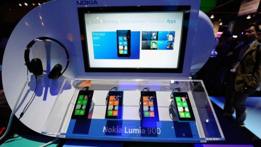 Video Nokia nově v rukou Microsoftu tématem Ekonomiky ČT24