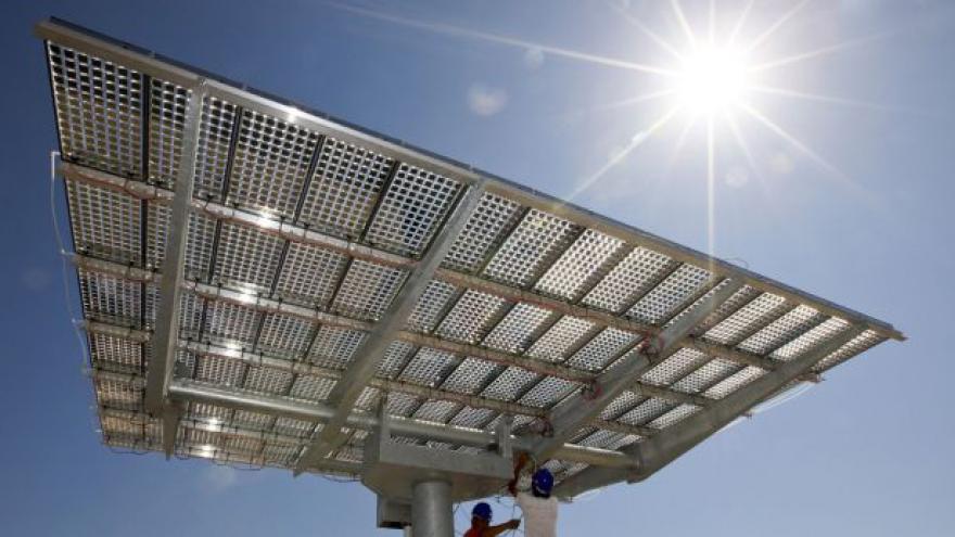 Video Studio ČT24 k údajným podvodům solárních elektráren