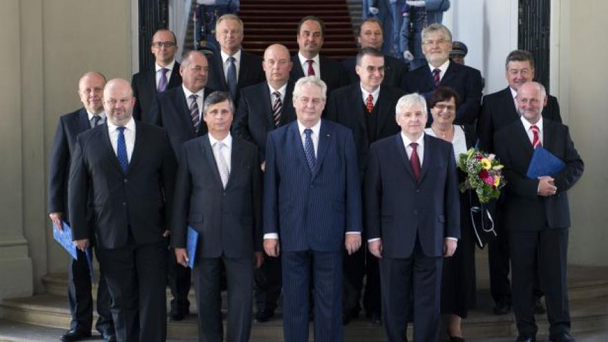 Video Noví ministři ovládli své úřady