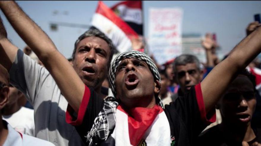 Video Mursí končí, funkci dočasně převezme šéf ústavního soudu