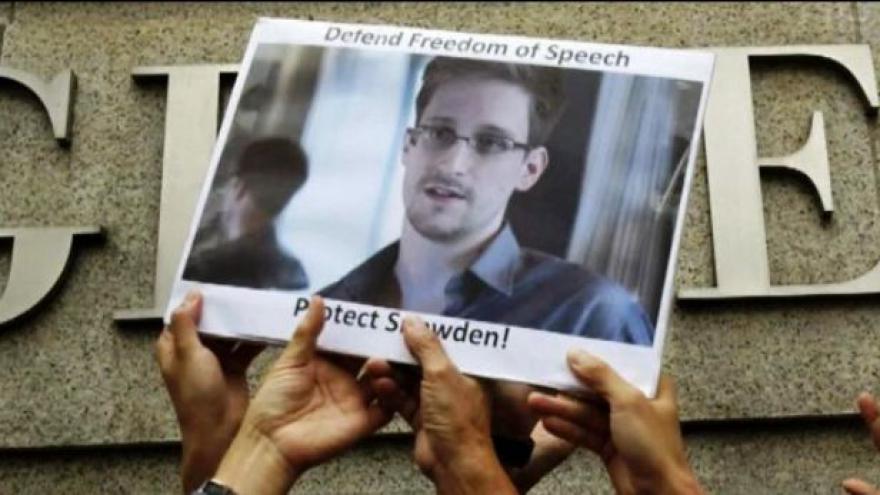 Video Snowden bojuje o azyl v Moskvě