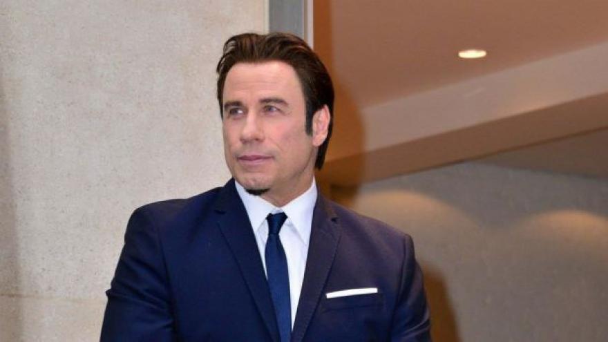 Video John Travolta přistál v Česku. Zamířil do Varů