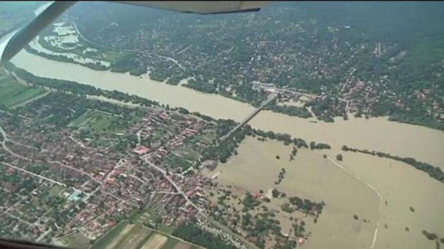 Video Velká voda se valí na Maďarsko
