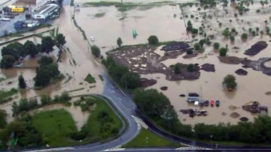 Video NO COMMENT: Letecké záběry povodně