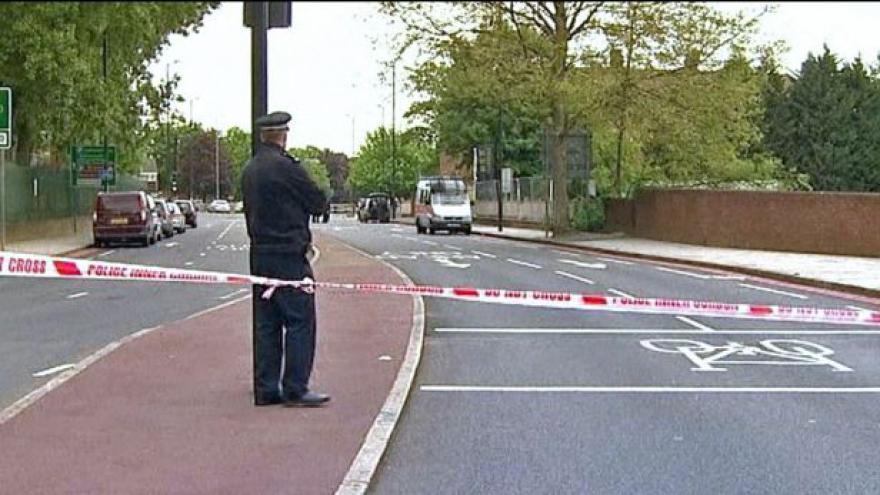 Video V Londýně atentátníci zmasakrovali vojáka