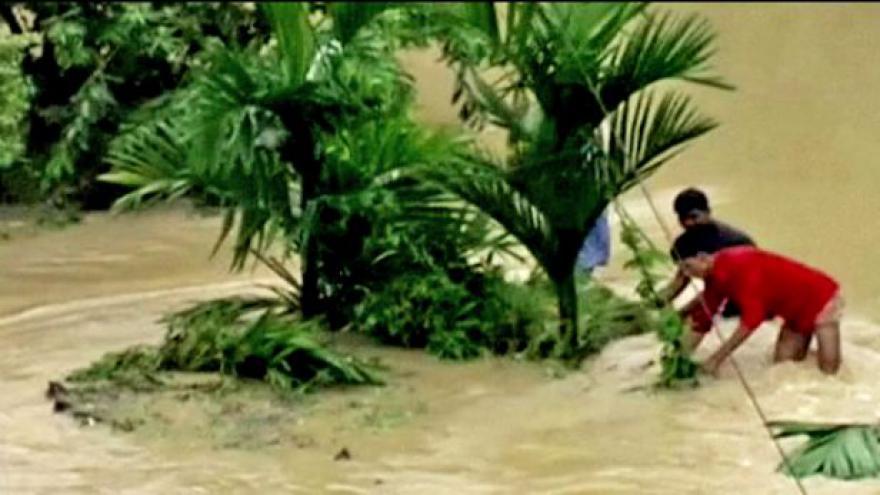 Video Mahasen zeslábl na tropickou bouři