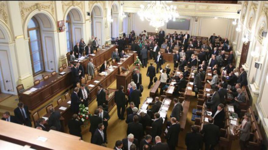 Video Události o Zemanově návštěvě Poslanecké sněmovny