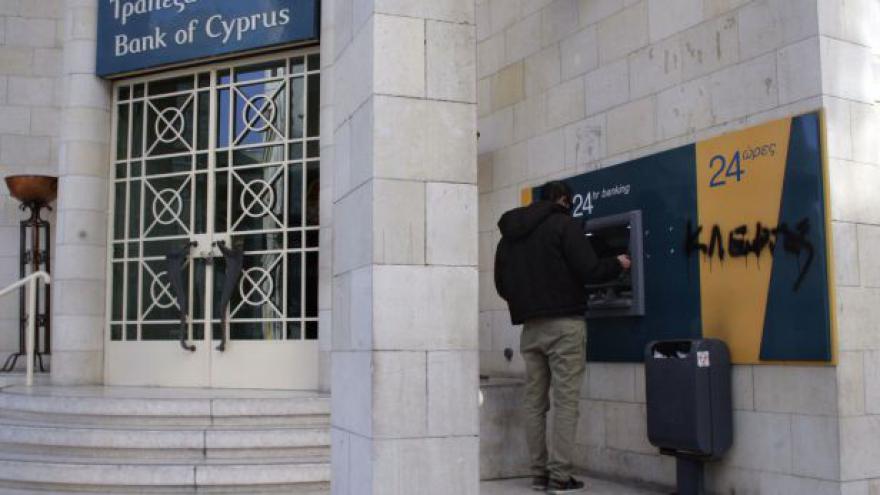 Video Prázdné ulice, obchody a naštvaní obyvatelé - situace na Kypru