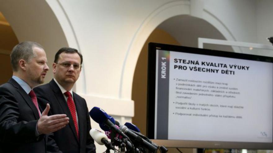 Video TK ministra školství Petra Fialy a premiéra Petra Nečase