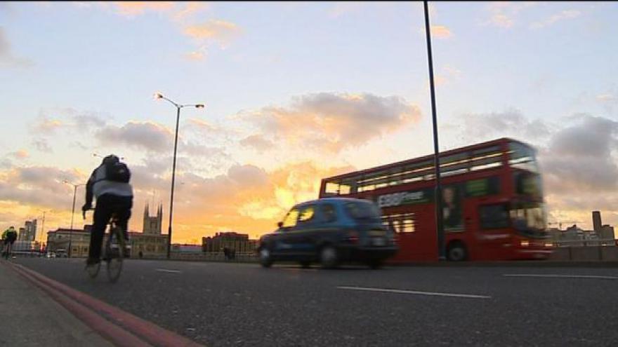 Video Vystoupí Británie ze sedmadvacítky? Napoví Cameronův proslov