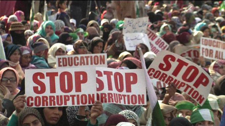 Video Pákistánci protestují proti korupci