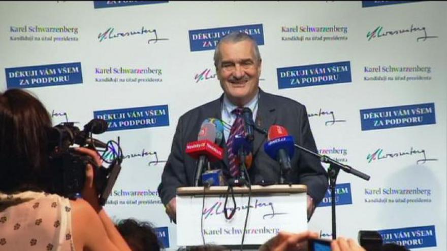 Video Volba prezidenta 2013: Brífink Karla Schwarzenberga