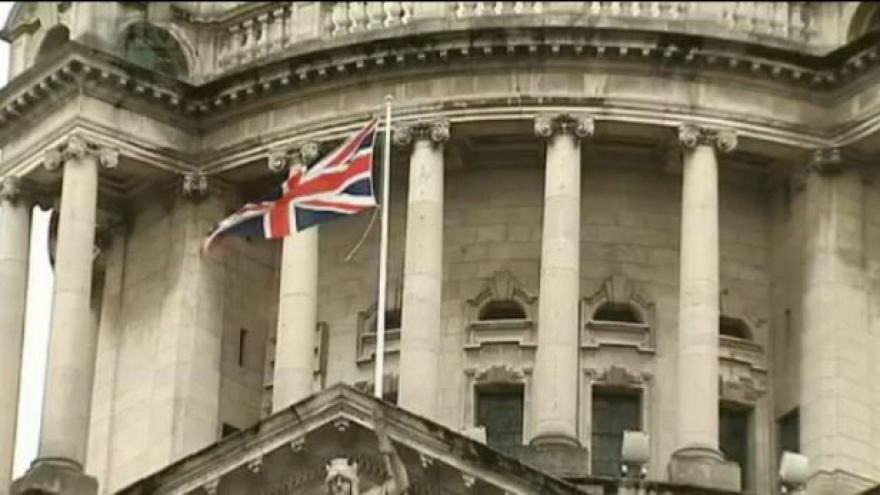Video V Belfastu pokračují tvrdé demonstrace