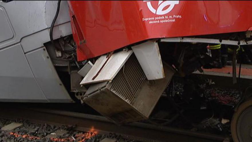 Video Srážka tramvají komplikovala dopravu v ulici Milady Horákové