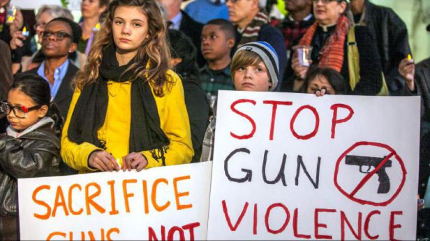 Video Obama chce změnu pravidel držení zbraní